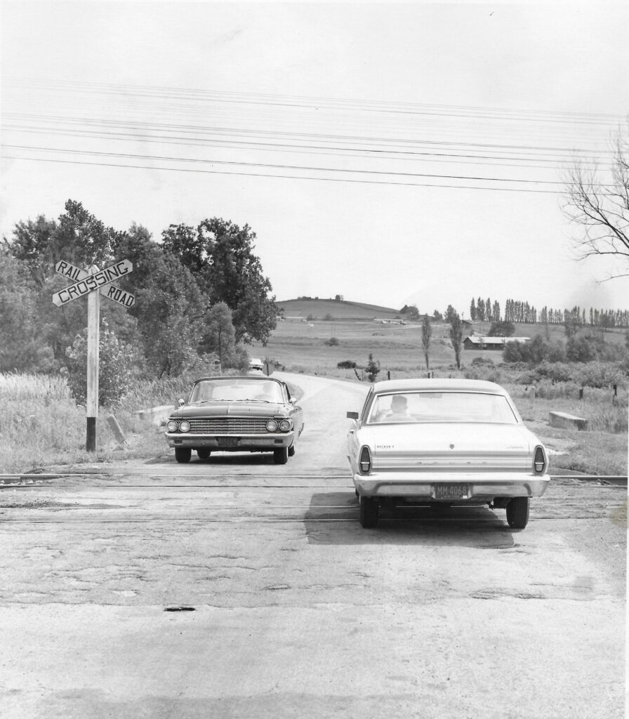 LVRR Crossing at Quaker Meeting House Road, 1967. Honeoye Falls - Town of Mendon Historical Society Collection.