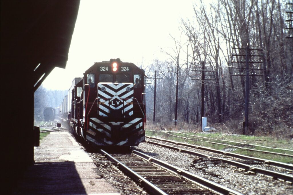 Lehigh Valley train westbound at Rochester Junction, 1975. While the station was gone in 1973, the canopies, which you see in the photo to the left, remained until they were torn down by Conrail in 1985 when they removed the track. Jim Crosby photo.