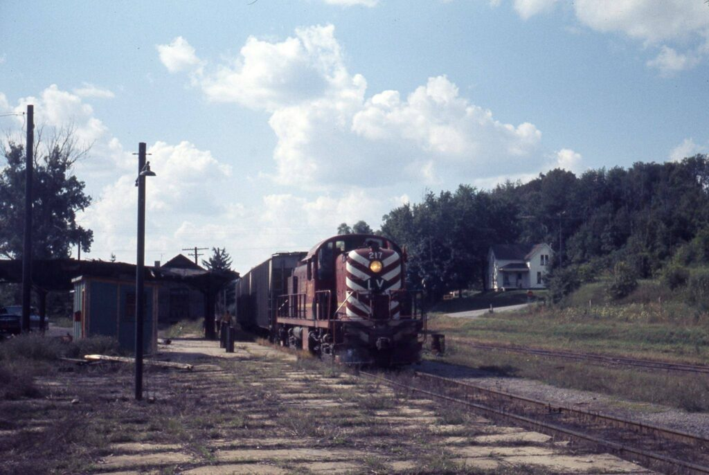 Rochester Junction 1970s. Train is on the Rochester Branch. Ron Amberger photo.