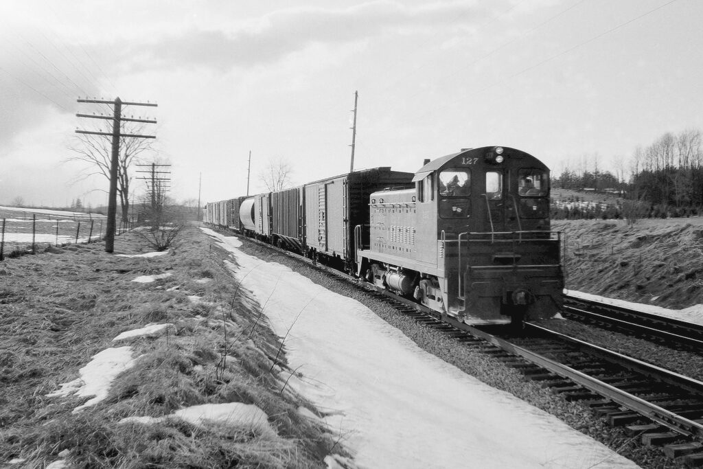 Lehigh Valley RR local RM-2 at the Old Dutch Road crossing east of Mendon, NY Jan/Feb 1969. Houses on both sides of the LV right of way, now. Paul J. Templeton photo.