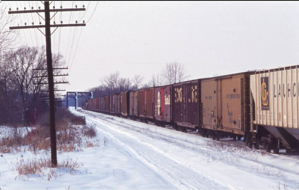 Lehigh Valley westbound freight crossing the 3 track bridge over Honeoye Creek, west of Rochester Junction, winter 1975. Christopher Smith photo.