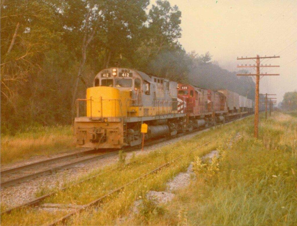 LV Mainline, 08/12/75, late afternoon westbound at Quaker Interlocking leading an Apollo van train. Phil Dutcher Photo.
