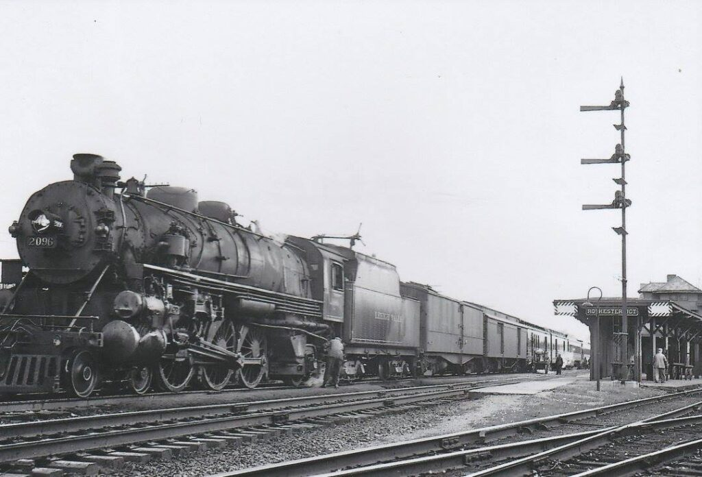 Lehigh Valley Eastbound Black Diamond at Rochester Junction. Date and photographer unknown.