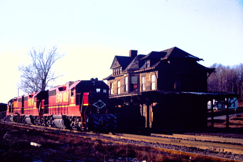 Lehigh Valley Railroad locomotives at Rochester Junction, January 20, 1973, late afternoon. In roughly 3 months, this beautiful station would burn to the ground. Paul J. Templeton photo.