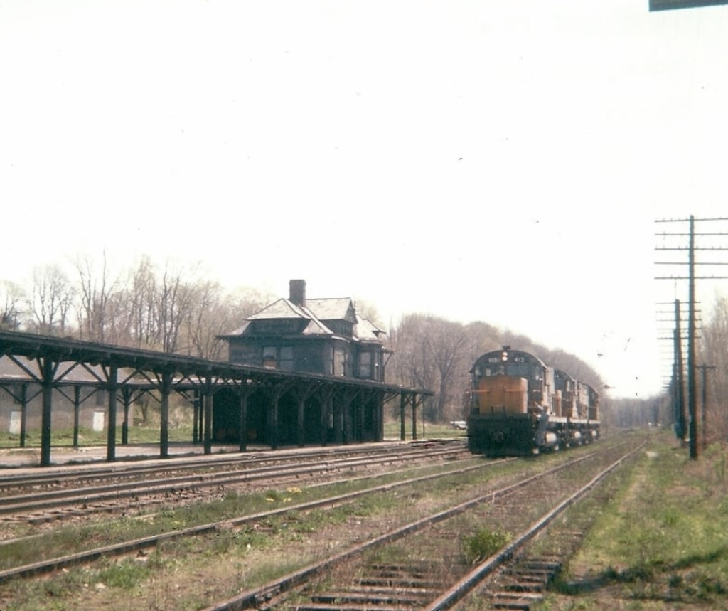 """Lehigh Valley Railroad Alco C420 """"Yellow Jackets"""" westbound at Rochester Junction in 1967. Shelden King photo."""