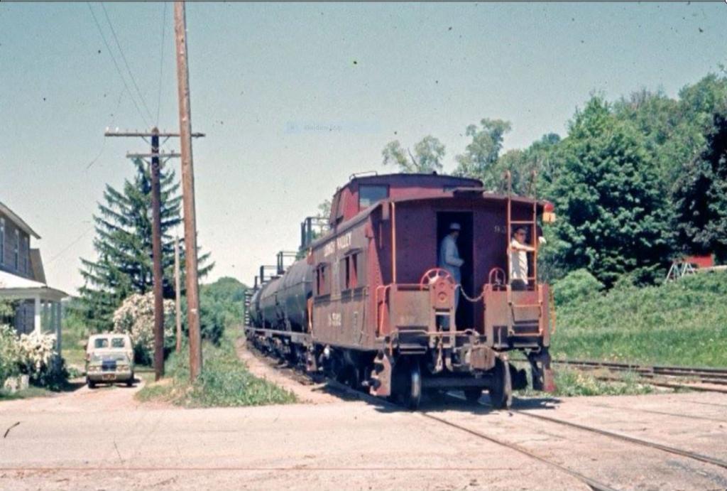 Headed for Rochester on the Rochester branch. Date unknown. Bob Zimmermann photo.