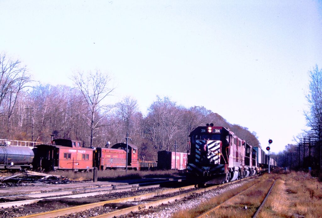 Lehigh Valley Railroad Apollo-1 passing through Rochester Jct. on November 20, 1973. It is believed that they made a set out at the Junction. Local RM-2 is waiting in the Rochester Junction yard. Paul J. Templeton photo.