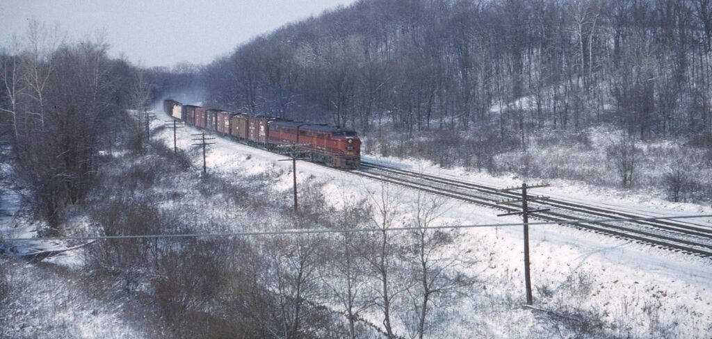 Eastbound Lehigh Valley freight train, led by Alco FAs, east of Rochester Junction. Date and photographer unknown.